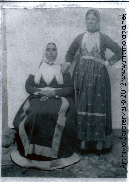 Donna in costume con Tivazola e Antalena.