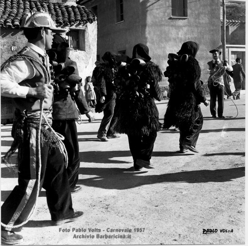 Mamuthones-e-Issohadores-a-San-Giuseppe-Carnevale-1957