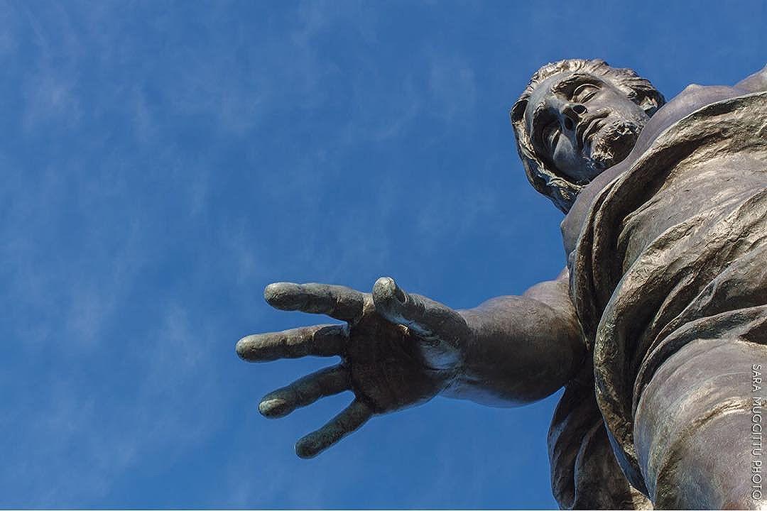 la-mano-di-dio.-in-queste-ultime-settimane-ho-avuto-modo-di-fotografare-la-statua-del-redentore-a-nu