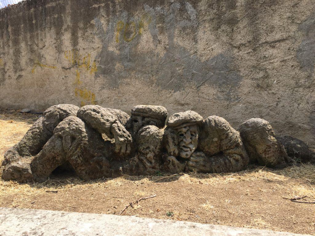 Statua anziani Mamoiada