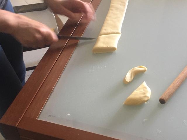 preparazione pistoccheddos taglio rombi