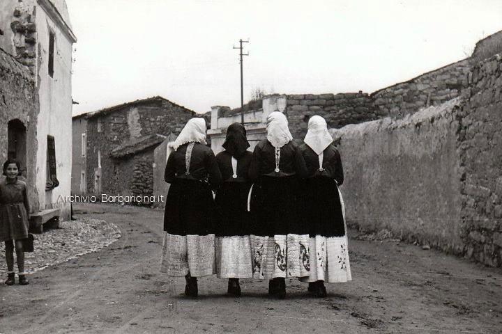 corso-vittorio-emanuele-mamoiada-frotne-burarrazza-anni-'50